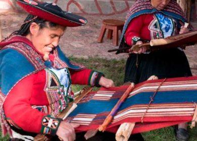 Chincheros: arte sacro y tejidos