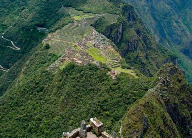 Tour 2 Days In Hot Water Machu Picchu And Huayna Picchu Sacred Valley